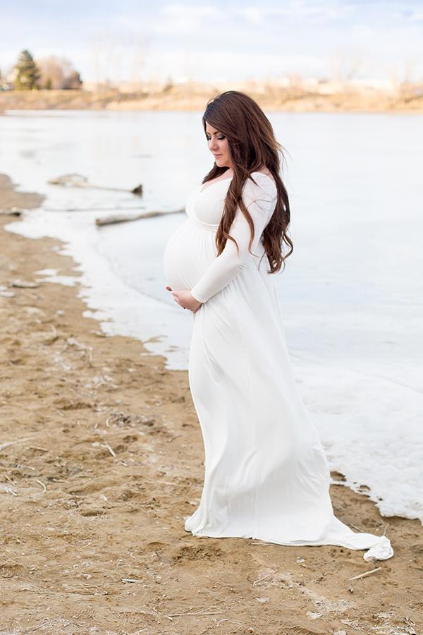 winter maternity photo arvada co